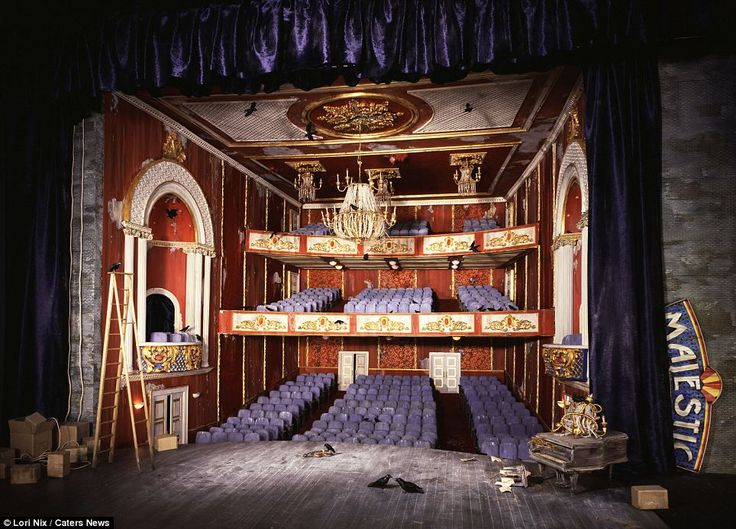 The show might be over in this majestic theatre, but the birds continue to tread the boards on the slowly-decaying stage