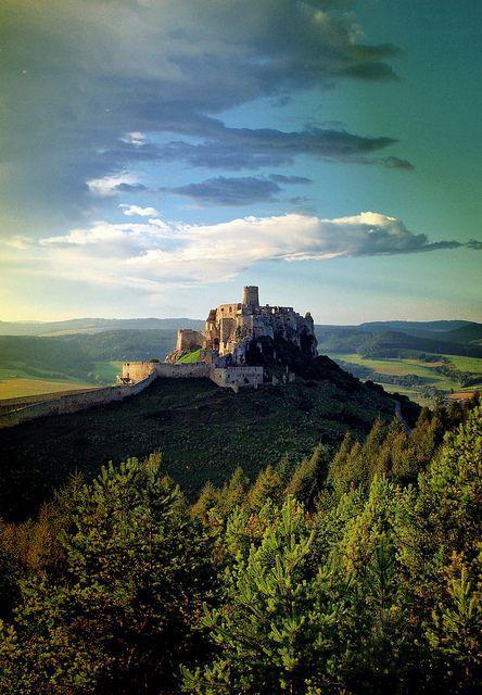 ジブリ映画「天空の城ラピュタ」の舞台になったと噂されているスピシュ城 スロバキア