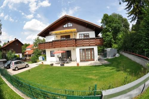 Haus Sonnengarten Herrsching am Ammersee Situated in Herrsching am Ammersee, this apartment features a terrace and a garden. The property is 34 km from Munich and free private parking is featured.