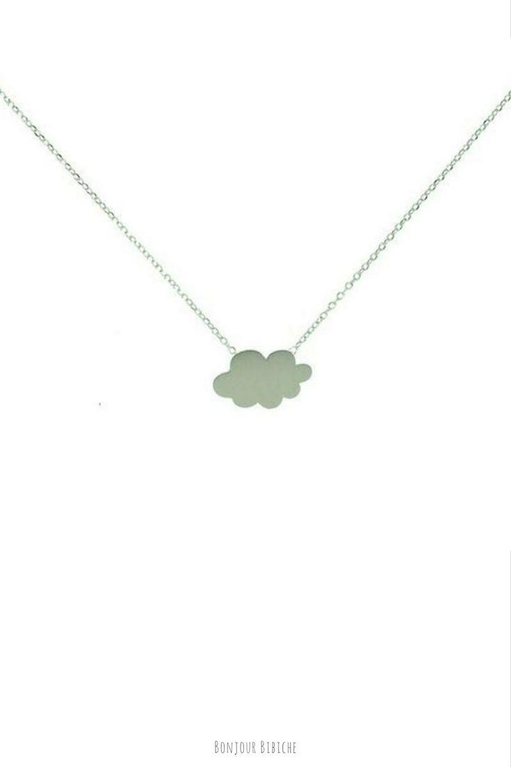 Un collier fin et délicat surmonté d'un pendentif nuage pour une amatrice de petits bijoux ! Le collier est en laiton argenté, il est signé 7bis et il est disponible à prix tout doux sur l'eshop de Bonjour Bibiche. Happy Shopping ! #tendance #mode #bijou #nuage