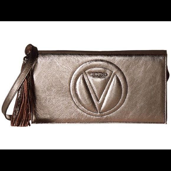 Valentino crossbody Beautiful platinum color Valentino crossbody. 100% authentic. Used only 2-3 times! Great condition. Comes with dust bag. Valentino Bags Crossbody Bags