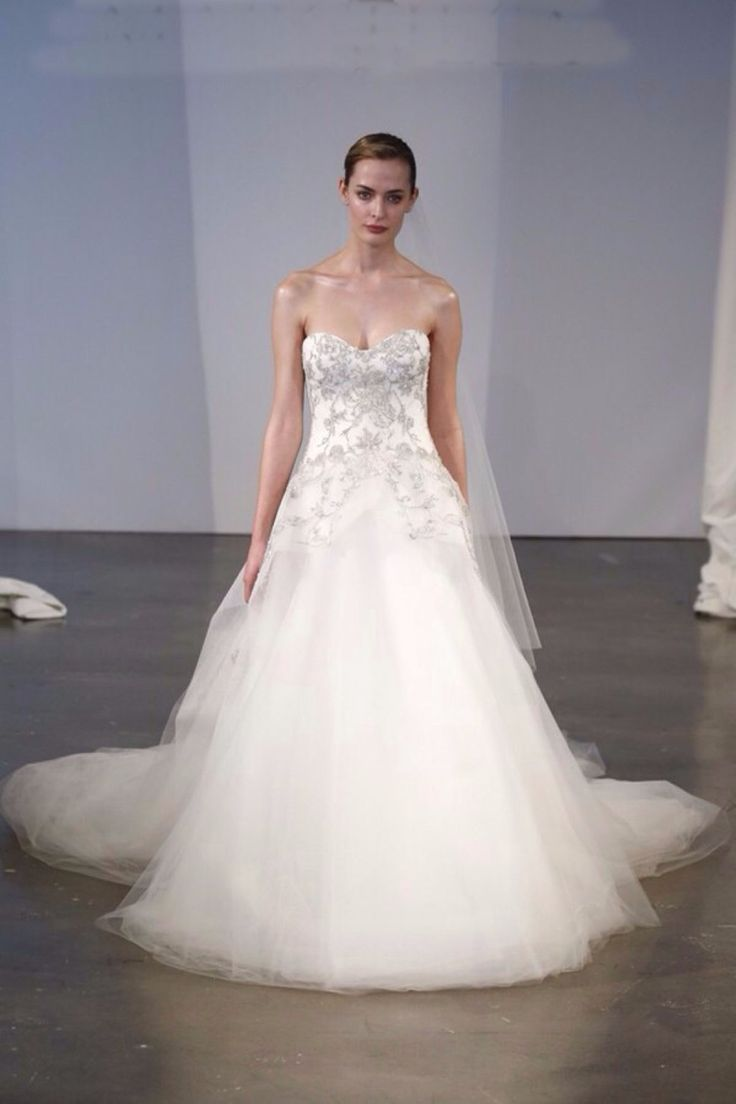 Fashion Sweetheart A Line Wedding gown Floor length chapel train dress Embroidery Beaded Marchesa tulle wedding dresses