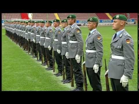 POSEZ ARME ! – En Allemagne, des soldats ont les seins qui poussent | Big Browser