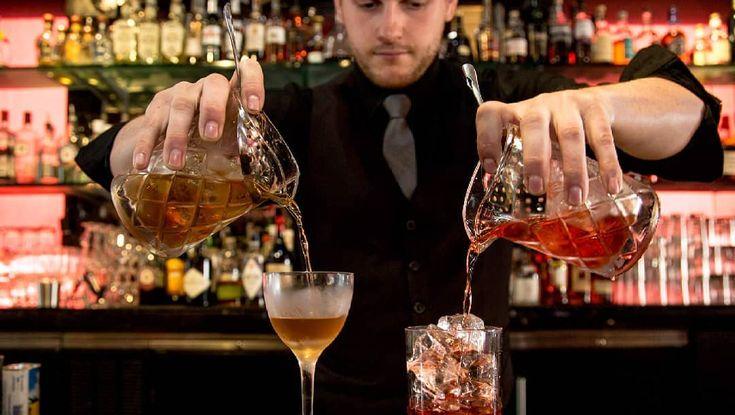 Tenemos un nuevo intensivo!. A partir del 25/11/2017 podrás inscribirte y hacer el curso los sábados intensivos!. Curso Intensivo de Bartender Certificado. Contenido: >Guía práctica. >Pasantías. (Opcional). >Cómo trabajar en una barra o realizar un excelente servicio. >Cocteleria nacional e internacional. >Recetas.  @soyjosetovar  #flairbartending #thetrendybarista #flair #lasvegas #slickbartender #flairlesson #bartender #bartricks #bar #flairbartender #learnbartending #mixology #show…