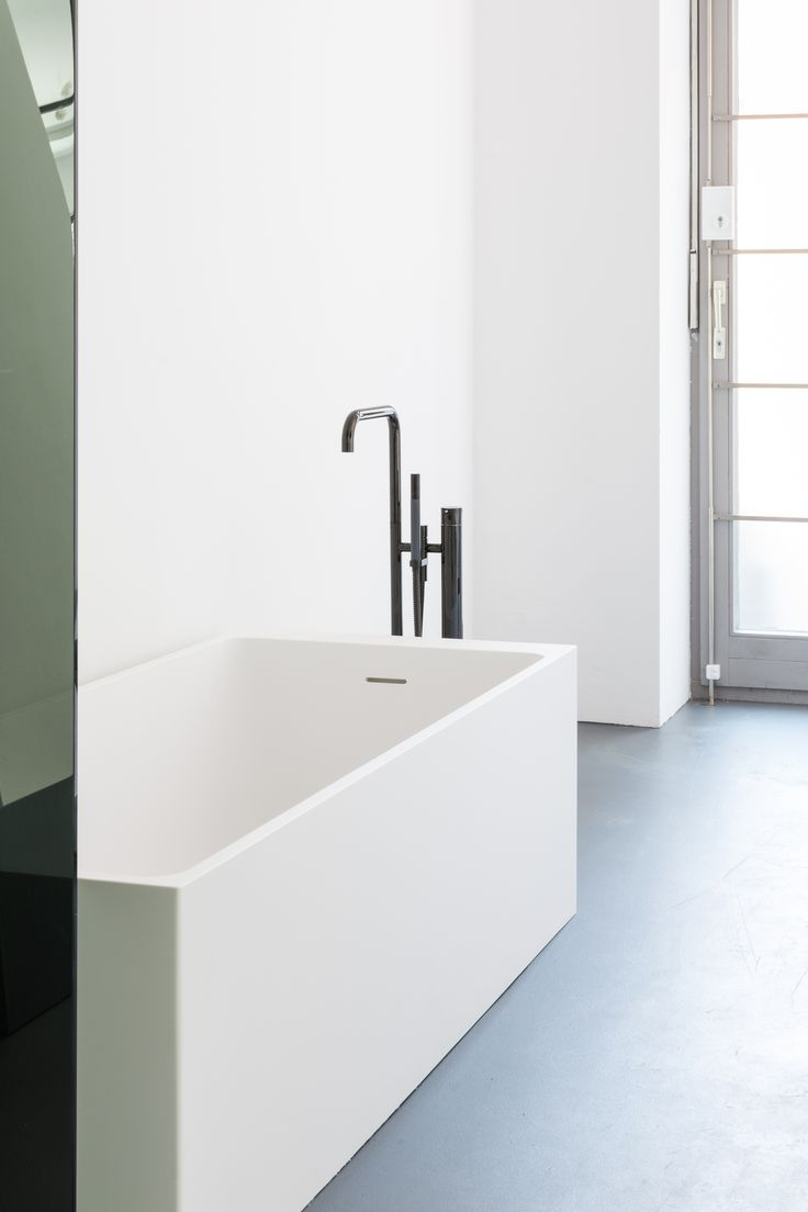 The Axis bath is a free-standing, rectangular bath with rounded internal lines. The sloping side combined with its generous proportions make the Axis a wonderfully comfortable bath tub. #notonlywhite