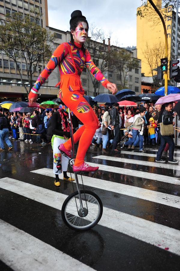 XIII Festival Iberoamericano de Teatro en Bogotá. Representaciones de diferentes partes del país. Desfile inaugural.