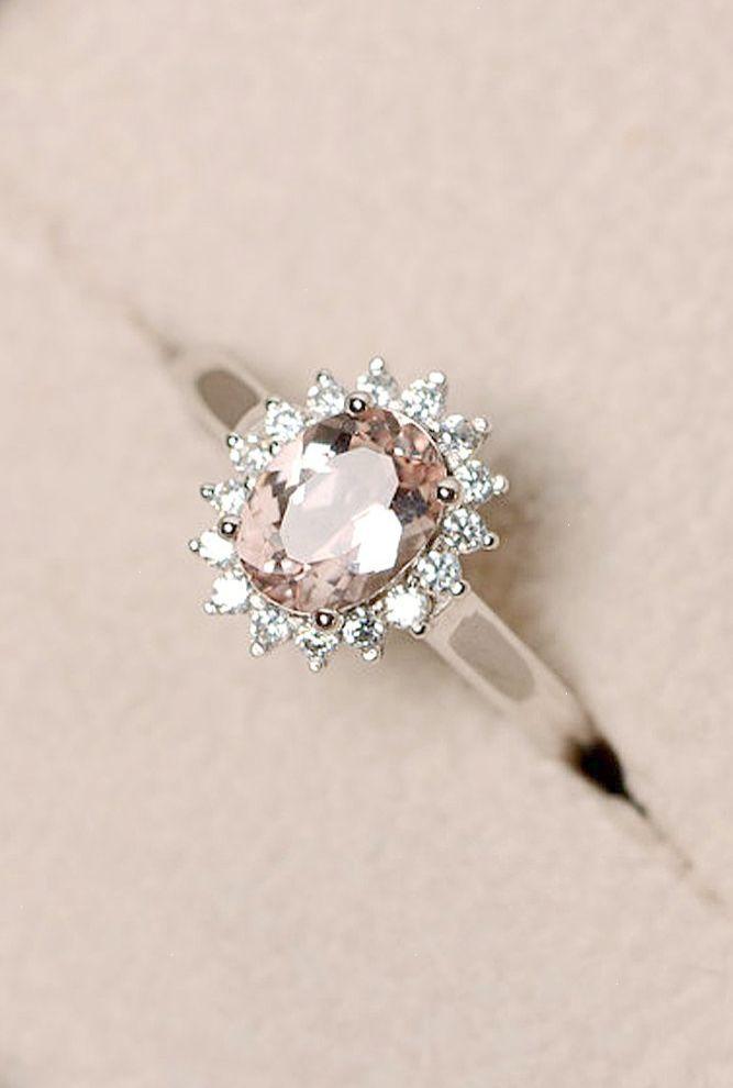 Interesting Unique Engagement Rings For Him And Her Klasik Nisan Yuzukleri Dugun Takilari Elmas Nisan Yuzukleri