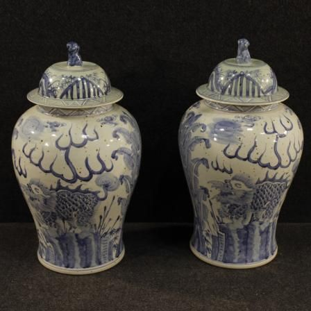 950€ Pair of Chinese vases in painted ceramic. Visit our website www.parino.it #antiques #antiquariato #furniture #collectibles #vase #antiquities #antiquario #ceramic #decorative #interiordesign #homedecoration #antiqueshop #antiquestore #chinese