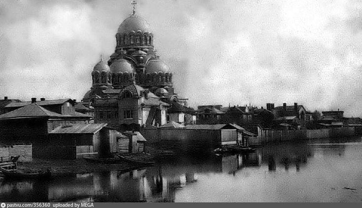 Сормовский Спасо-Преображенский собор. Построен был на болотах, многие были против тогда выбора места, но стоит до сей поры.