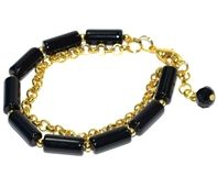 Klasyczne, czarne koraliki i modny, drapieżny łańcuch... Biżuteria do każdej stylizacji...