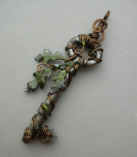 Beautiful Skeleton Key Necklace