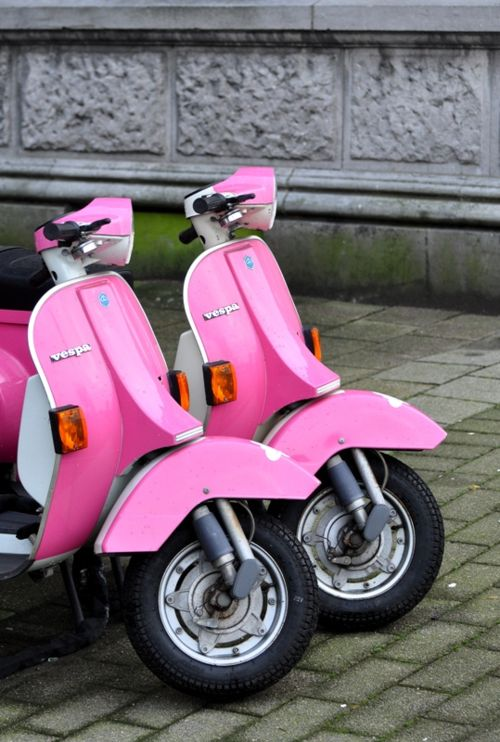 One day when I go to Rome, I will drive one of these Vespa's in hot pink♥