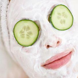 La particolare consistenza dello yogurt greco fa si che esso ben si presti per la preparazione di maschere di bellezza. L'acido lattico e i fermenti lattici infatti sono elementi fondamentali per co
