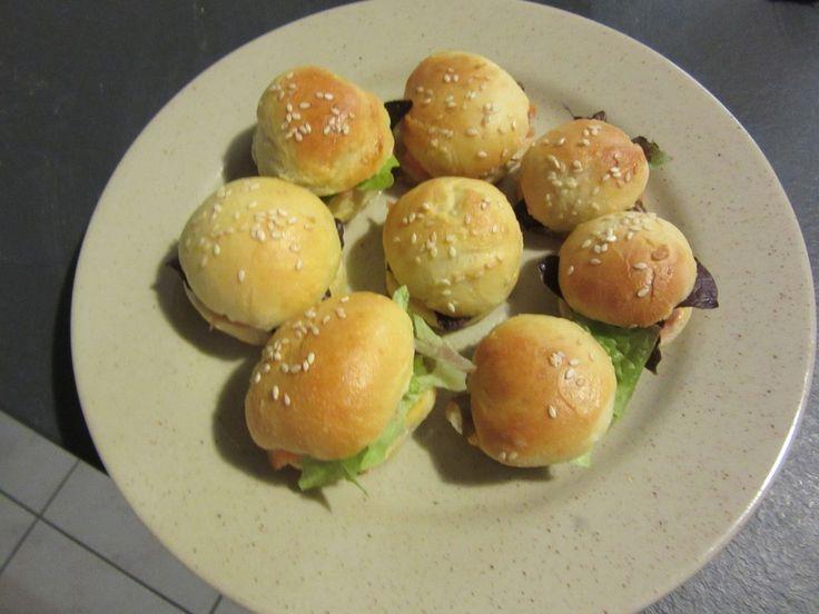recette burger ap ritif id al pour ap ro dinatoire pain burger au companion recettes. Black Bedroom Furniture Sets. Home Design Ideas