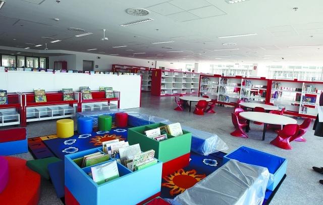 Biblioteca y Filmoteca de Navarra. Un detalle de la biblioteca infantil, con capacidad para 12.000 documentos. Se encuentra en la planta baja del edificio.