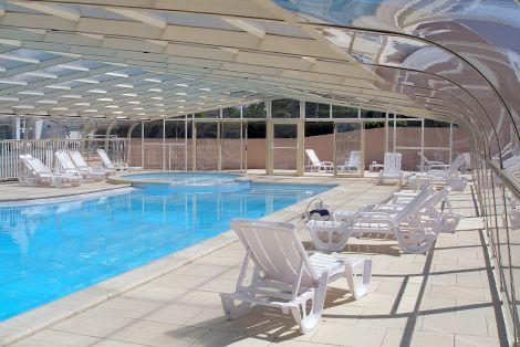 Abri de piscine fixe : idéal pour les piscines grandes largeurs ! Secteur du tourisme (hôtellerie, camping, piscine publique,...)