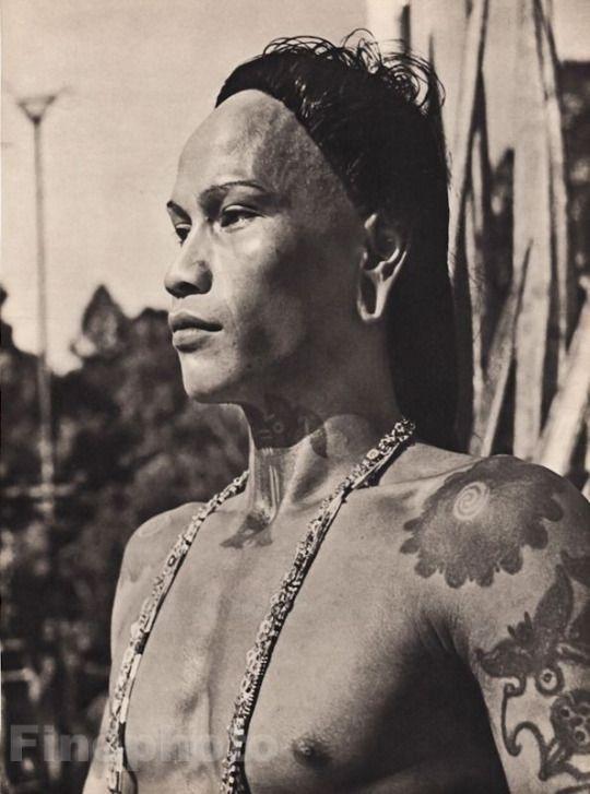Bornéo, 1940 par le photographe chinois  Ken Foo Wong (1916-1998)