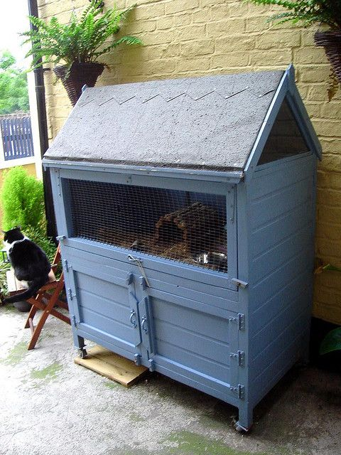 Its so cute and pretty in that lovely blue - someone obviously cares about how the hutch looks but it is WAY too small.  Add a tunnel into a big old run and it might be a little way to being more acceptable...