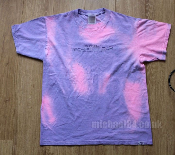 If you are a 90s child you may remember the good old Global Hypercolor t-shirts that were popular back in the day.