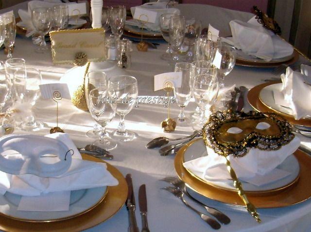 Venise, un thème de mariage aussi riche en couleurs que festif et romantique ! Au top pour un mariage féerique ! Couleurs dorés, candélabres et masques feront sensation pour décorer vos tables et votre salle de réception.