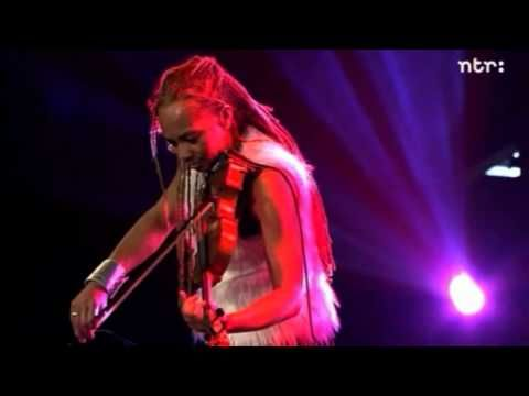 I keep returning to this video when I feel like listening to some great instrumentals and lyric. This is one of my favorite Otis Taylor songs and I am in love with Anne Harris' skill, passion, and energy... she is amazing! Bravo to the entire group... this is an awesome band group of performers. North Sea Jazz 2011