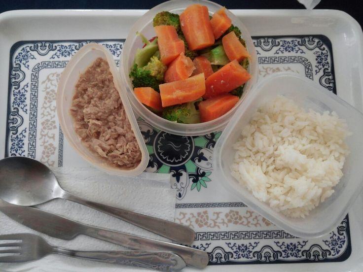 Luch time: Ensalada de vegetales hervidos Tuna en agua Arroz