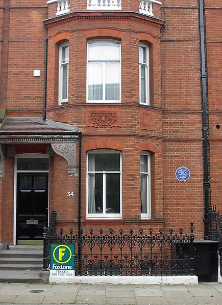 No. 34 Tite Street, Chelsea, the Wilde family home from 1884 to his arrest in 1895. In Wilde's time this was No. 16 – the houses have been renumbered.