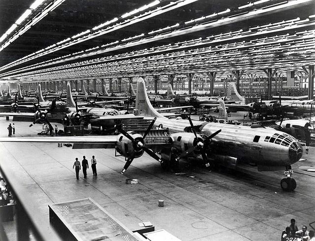 Boeing's Wichita, Kansas B-29 assembly line  Aqui vemos ahora la fabrica de aviones que le dieron la libertad a nuestros padres, en los anios 40's.     America fue liberada de los Nazis.