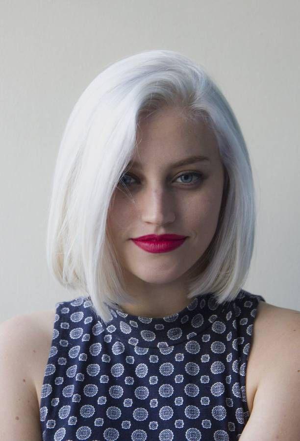 Cheveux blancs carr� aux �paules