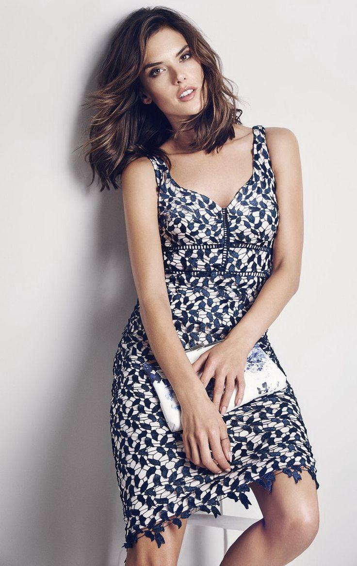 Прекрасниот ангел на Victoria's Secret, Алесандра Амбросио, по многубројните кампањи за долна облека и бикини, овојпат се појавува во гламурозна пролетна кампања на брендот Coast... ...