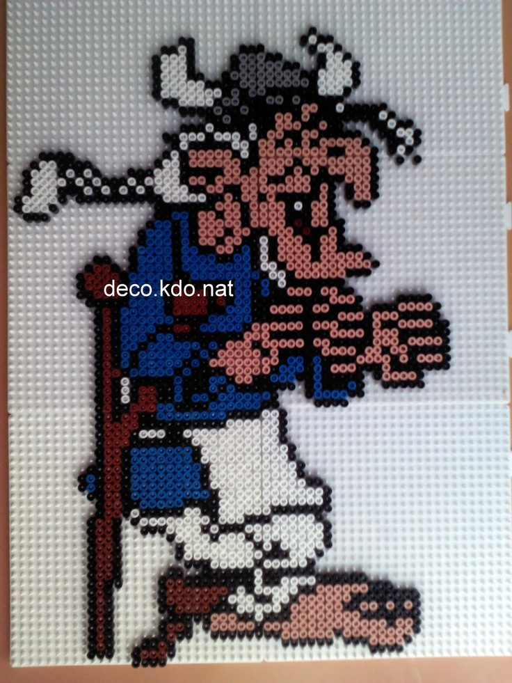 Triple-pattes Asterix hama beads by decokdonat
