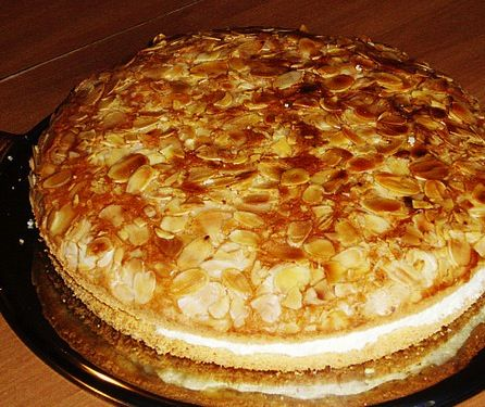 Bienenstich or Bee Sting Cake - German Recipes - German Food | My Best German Recipes: German Recipes, Coffee Cakes, Bees Sting Desserts, Slices Almonds, Cakes Recipes, Best Cakes Ever, German Food, Bees Sting Cakes, German Cooking