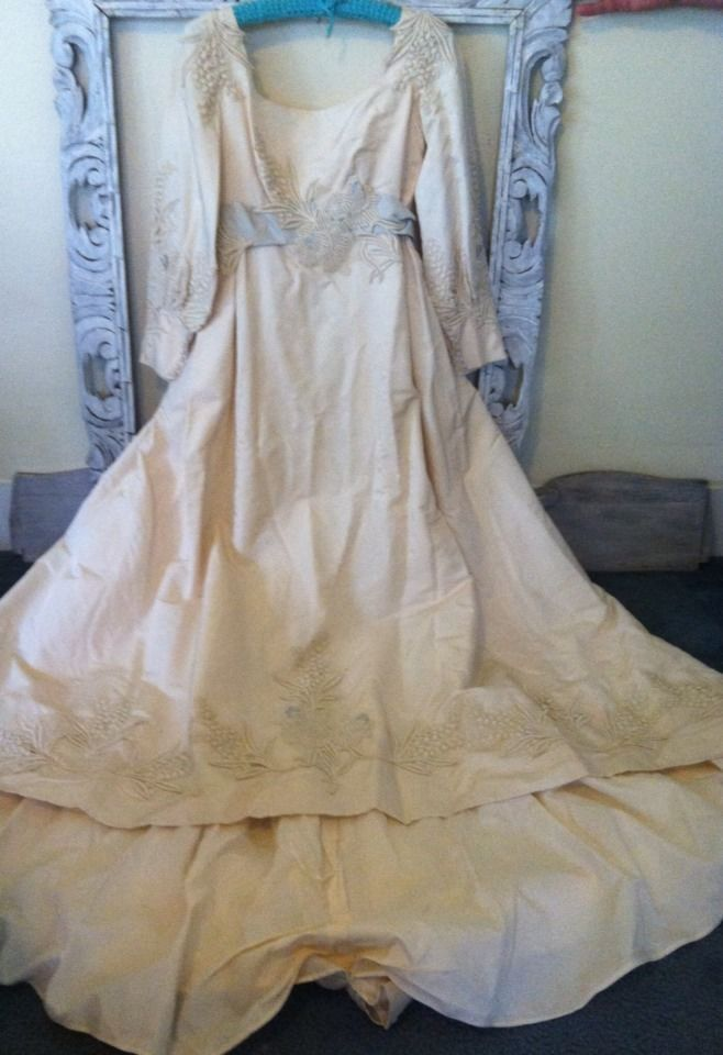 Vintage 1950 39 s 1960 39 s neiman marcus lace wedding gown for Vintage lace wedding dress pinterest