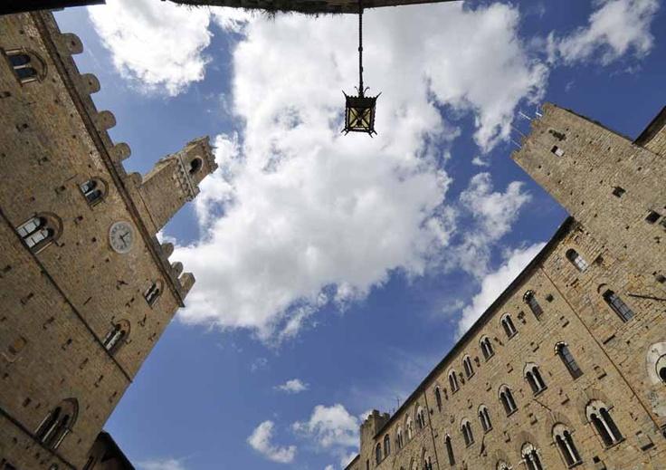 Piazza dei Priori - Volterra - Tuscany #volterra #volterratur