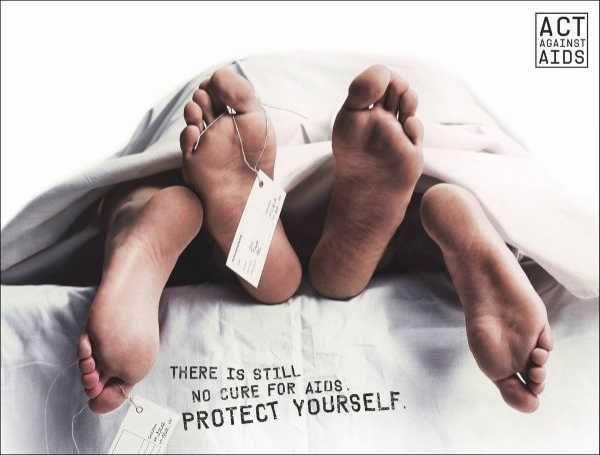 A l'occasion de la Journée Mondiale de la lutte contre le Sida, coup de projecteur sur les affiches les plus créatives et marquantes pour combattre ce fléau, parce que non, le SIDA n'appartient pas en
