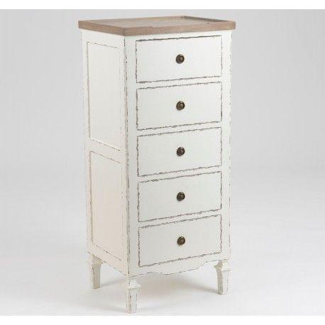 Śliczna wysoka komoda z pięcioma szufladkami. Jej prowansalski styl podkreśla to jak została ona wykończona.