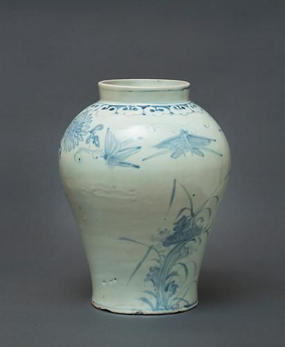 (Korea) Blue and White Porcelain Jar. ca 18th century CE. Joseon Kingdom, Korea. 백자청화국화초충문호 白磁靑菊花草蟲紋壺