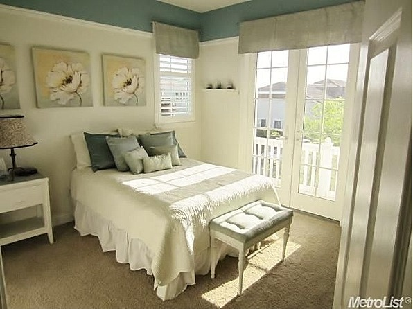 Love the two toned paint and picture rail