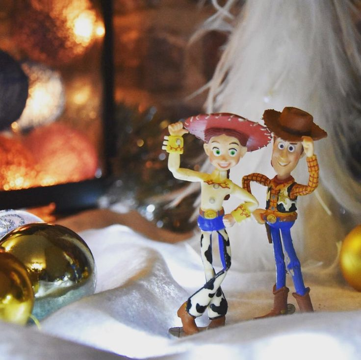 From the US National Parks to the Christmas set... Happy end of 2017 everybody !  #christmas #xmas #christmasdecorations #woody #jessy #toystory #noel #decoration #decorationdenoel #snow #travelers #instamood #instagood #instachristmas