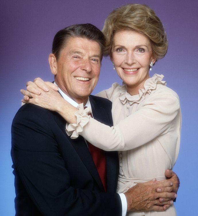 Number One: Нэнси Рейган и другие самые яркие первые леди - http://russiatoday.eu/number-one-nensi-rejgan-i-drugie-samye-yarkie-pervye-ledi/ 7 самых значимых первых леди6 июля родилась Нэнси Дэвис, известная как Рейган — по фамилии мужа, президента США в восьмидесятые годы. Несколько лет назад в Штатах пр�