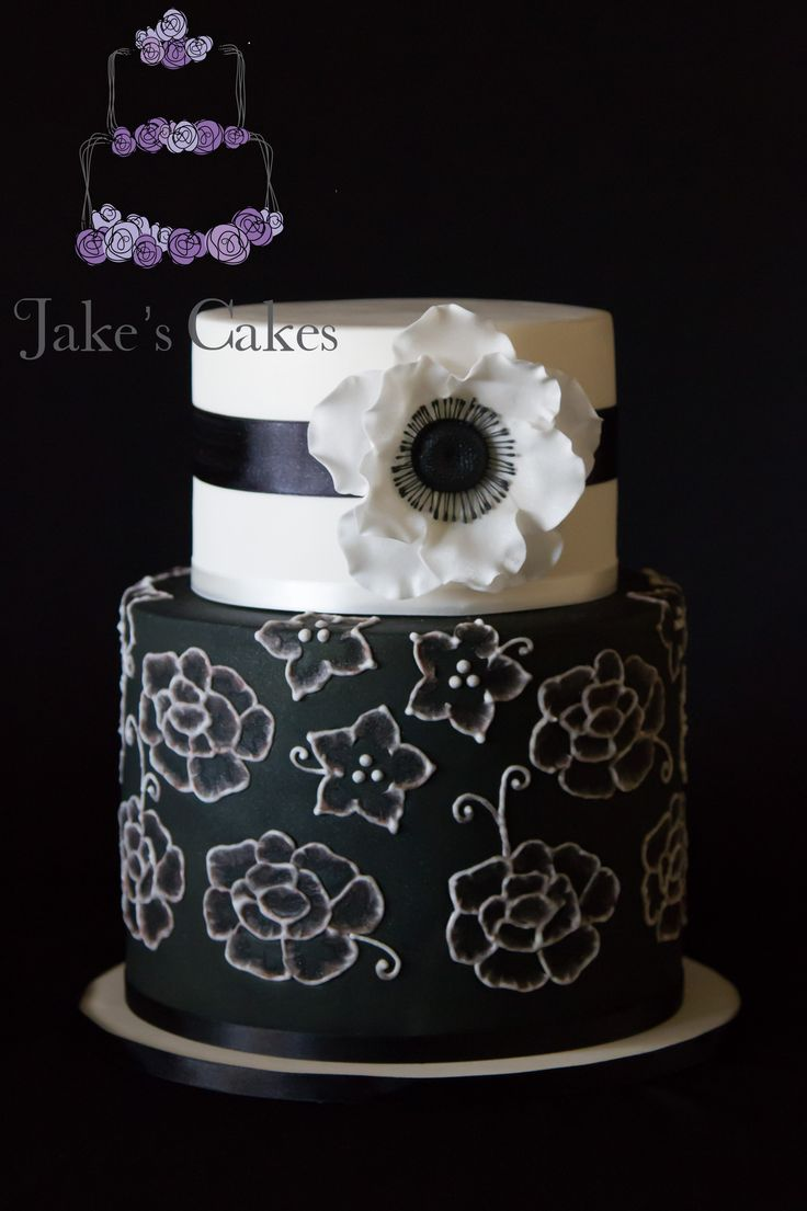 Black and white handpiped/brush embroidery cake