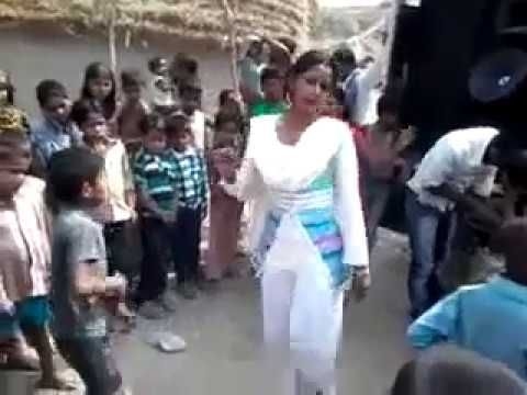 HOT INDIAN DESI VILLAGE GIRL DANCE AT MARRIAGE