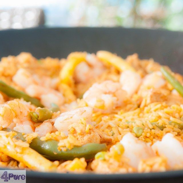 Spanish paella, a traditional recipe for this delicious dish. With shrimp and chicken and full of flavor. A world kitchen recipe