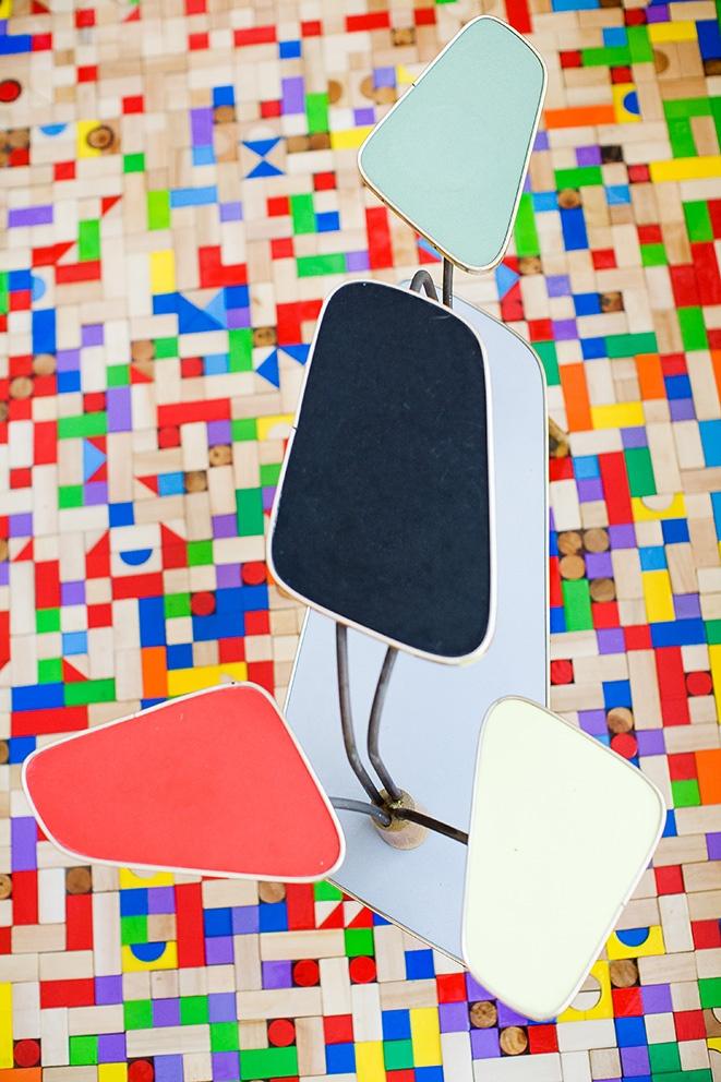 tiled floor made from wooden (toy) blocks...genius! http://zezaflor.blogspot.be/2013/06/mokkakkapot.html