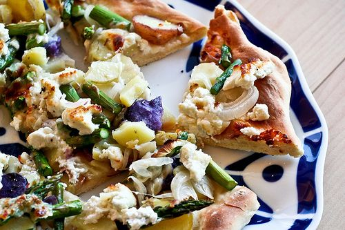 Potato, Asparagus and Goat Cheese Pizza | S A V O R Y | Pinterest