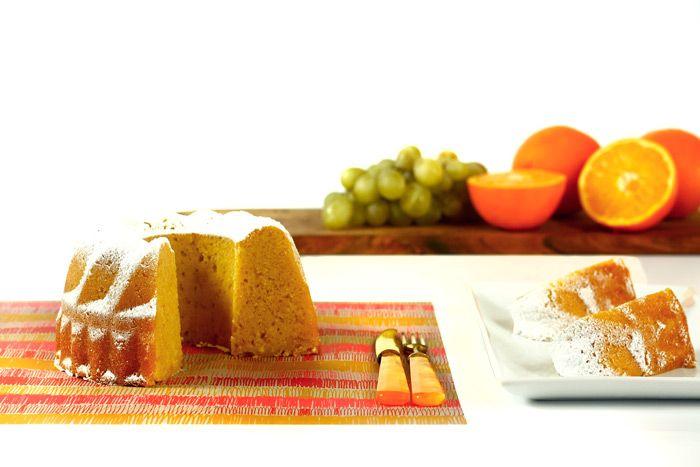 Cómo hacer bizcocho de naranja en Crock Pot o slow cooker. Receta paso a paso. Descubre más recetas de bizcochos en olla de cocción lenta.