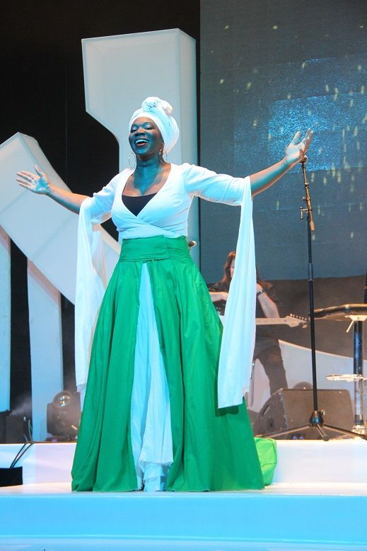 India Arie in the colors of the Nigerian Flag