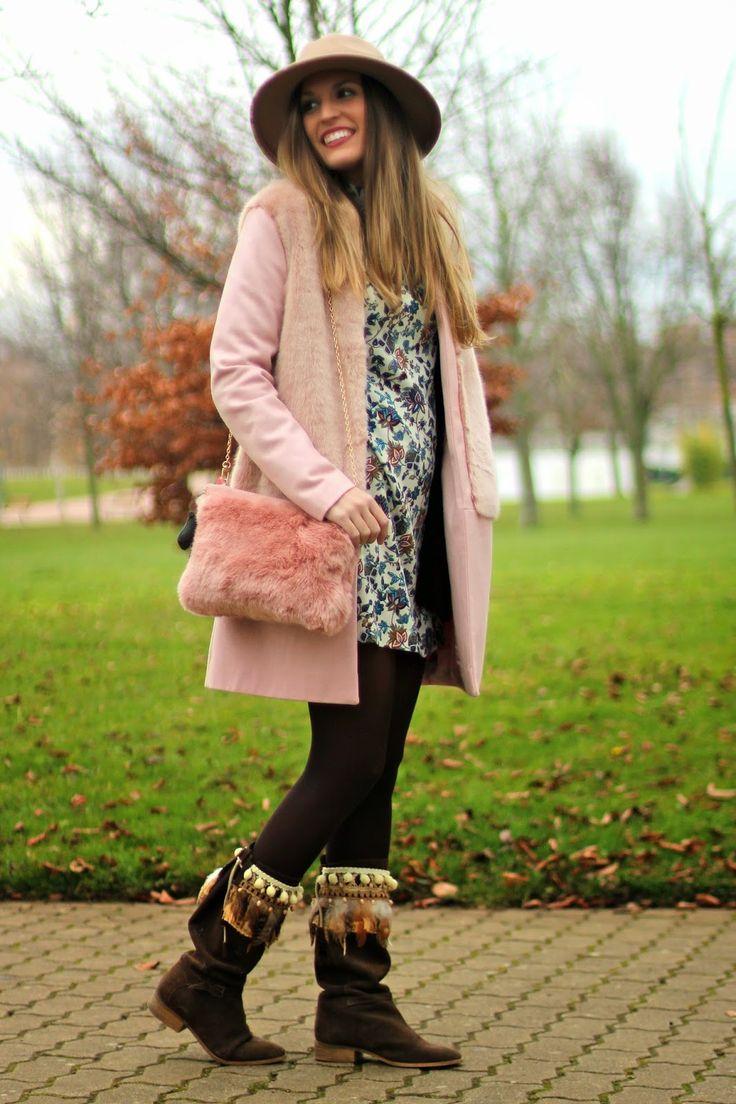 Boho chic, cubrebotas, estilo boho, fedora, pink coat, zara http://www.mitacondequitaypon.com/2015/01/boho-chic.html
