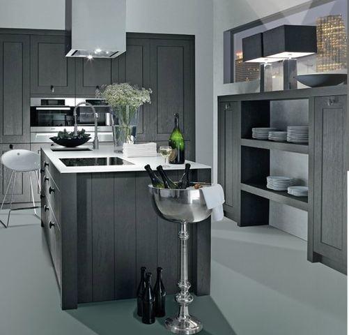 Trendy landelijke keuken met zwart-wit contrast