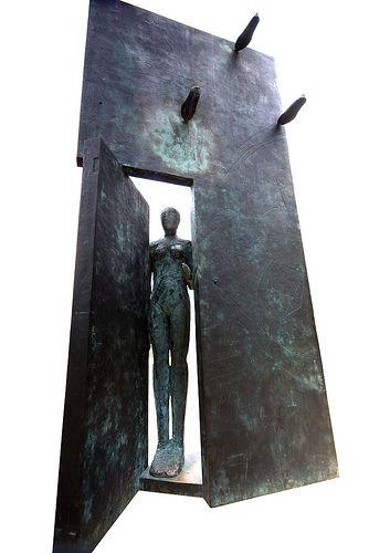 tumbleword: Mimmo Paladino Porta d'Oriente the figure and door Chris Thompson (aka fastchris))